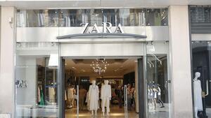 Fotografía del exterior de una tienda de Zara