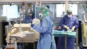 Médicos en un hospital de Italia