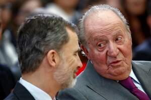 Felipe VI y don Juan Carlos I en la ceremonia de entrega de los Deportes Nacionales. Madrid, 10 de enero de 2019