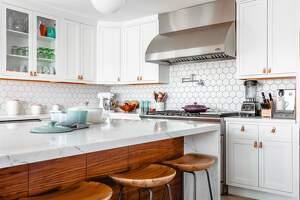 Imagen de una cocina limpia y brillante