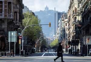 Imagen de una calle del centro de Barcelona vacía por el confinamiento del coronavirus