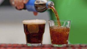 Los refrescos pueden beberse tras caducar