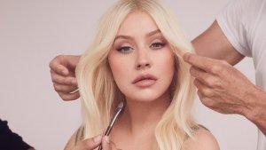 Christina Aguilera en la imagen promocional de las ofertas Lidl de minielectrodomésticos de belleza