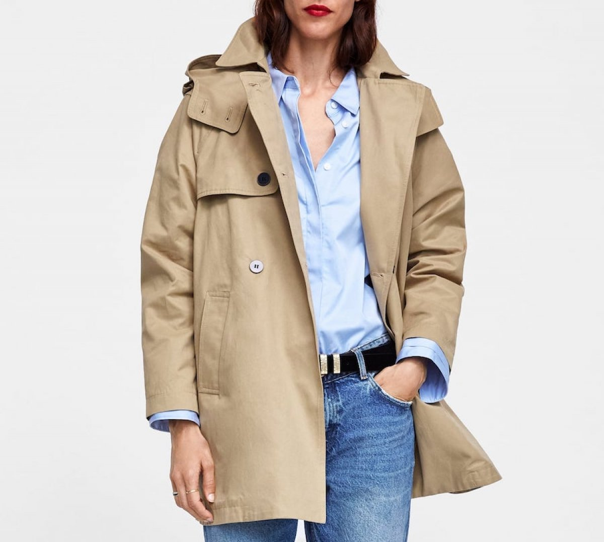 7d3469cb7d1a Comenzaron las rebajas de Zara y estos son los abrigos más deseados