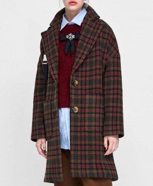 El abrigo de cuadros imperdible de las rebajas de Zara