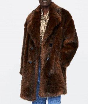 Zara ha puesto en rebajas el abrigo de efecto pelo largo