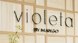 Logo de la línea de moda Violeta by Mango
