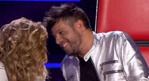 Momento del supuesto beso que Pablo López le intentó dar a Miriam Rodríguez durante el programa