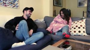 Anabel Pantoja junto a Pedro, su compañero de piso