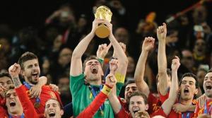 Iker Casillas levantando la Copa del Mundo