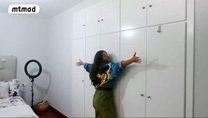 Imagen de Alma Cortés enseñando su habitación
