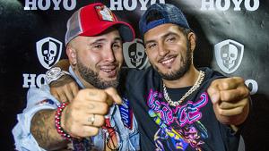 Kiko Rivera y Omar Montes en el 'photocall' de la discoteca Hoyo en Sevilla