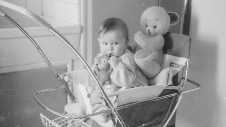 Santiago Segura en una foto de bebé