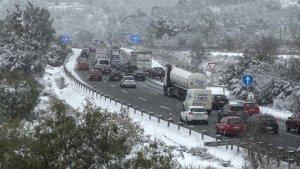 Precaución si viajáis por carreteras con presencia de nieve, llevad las cadenas este puente si subís al monte