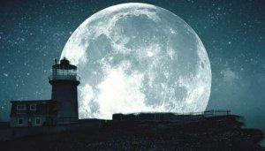 La luna proporciona luz natural de noche