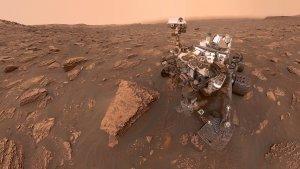 El Rover Curiosity en la superfície de Marte analizando las rocas y el relieve marciano desde 2012