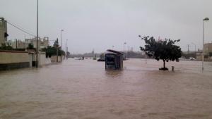 Las calles de Torrevieja se han convertido en pantanos, el transporte público de la ciudad está suspendido