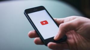La plataforma de vídeos YouTube emite una enorme cantidad de C02 por el desarrollo de su servicios