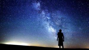El verano es la mejor estación para contemplar las estrellas durante las suaves noches
