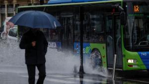Las lluvias caen con fuerza en Galicia y se trasladan con mucho viento hacia el oeste cantábrico