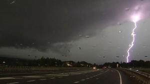 Las tormentas irregulares e intensas seguirán avanzando por el nordeste