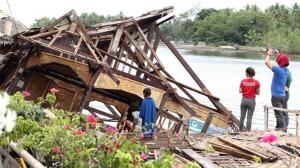 Uno de los efectos del terremoto en Indonesia de ayer domingo 14 de julio