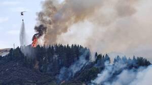 Imagen de las tareas de extinción del Gran Incendio Forestal de Valleseco