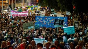 """Miles de personas han marchado bajo el lema """"SOS Mar Menor"""""""