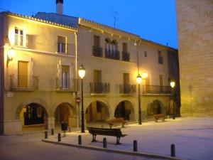 Centre històric de Linyola. Conjunt i detalls voltant la Pl. Esglèsia