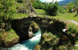 Un pont sobre un rierol