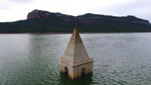 El campanar enfonsat al Pantà de Sau