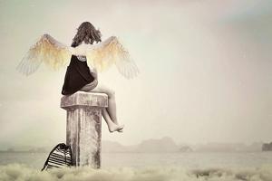 Dessin d'une fille avec des ailes