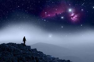 Ciel étoilé homme sur une montagne
