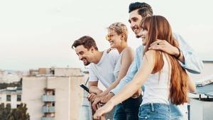 4 amis sur une terrasse