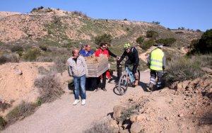 Ciclistes i caçadors de Torrefarrera i Rosselló netegen la zona de la Serreta