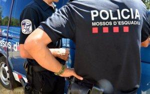 Detingut un home per divuit robatoris amb força a l'interior de domicilis