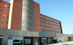Imatge de la porta de l'Hospital Arnau de Vilanova