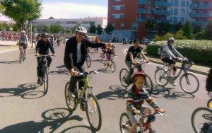 L'escola Països Catalans aplega més de 300 ciclistes en una pedalada per l'educació pública i contra la Llei Wert