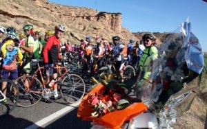 Més de 1.500 aficionats a la bicicleta recorden els dos ciclistes atropellats mortalment a Soses
