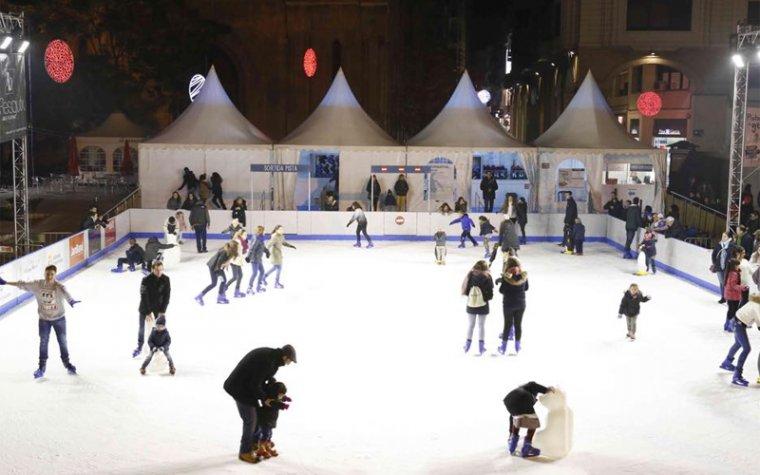 Darrer cap de setmana per gaudir de la pista de gel a la plaça de Sant Joan