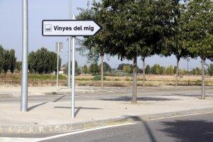 Cartell d'accés al polígon Vinyes del Mig de Bell-lloc d'Urgell
