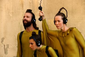 Tres actors en un moment l'obra 'Momentos esteleares de la humanidad' de la companyia Eléctrico 28