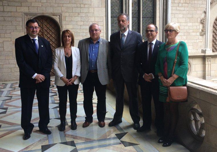 El conseller de la Presidència i portaveu del Govern, Jordi Turull, ha rebut els membres del col·lectiu de la Vall d'Aran Manifèst de Les de suport al referèndum de l'1 d'octubre