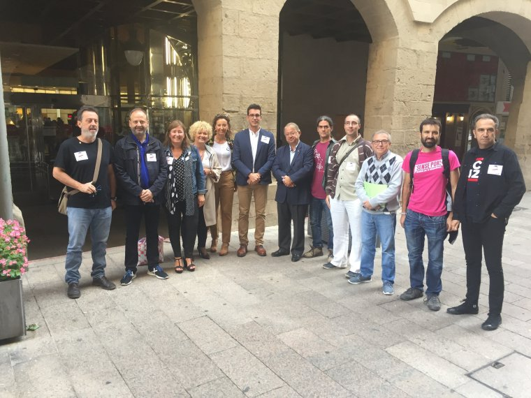 Els regidors del PDeCAT, ERC, Crida-CUP i Comú de Lleida a la Paeria i del representant de la FAVLL