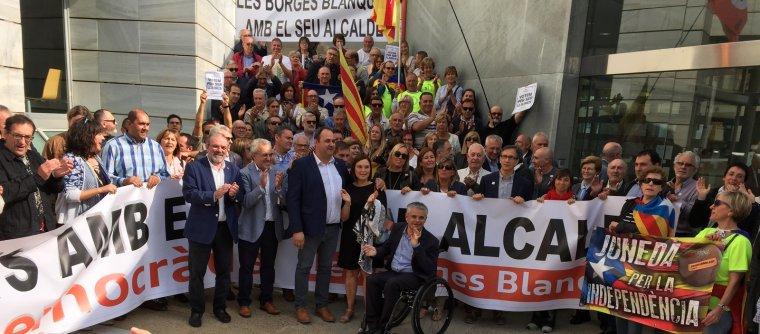 Imatge d'alguns dels alcaldes de Lleida el dia que van declarar davant de Fiscalia