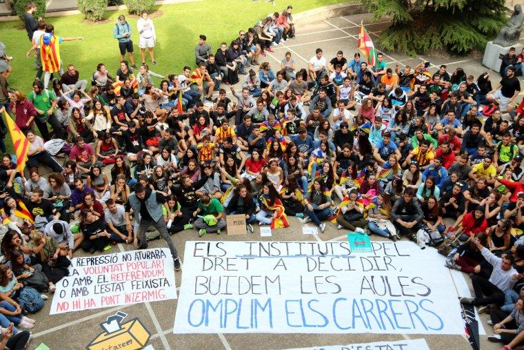Imatge de la concentració d'estudiants al claustre de la UdL