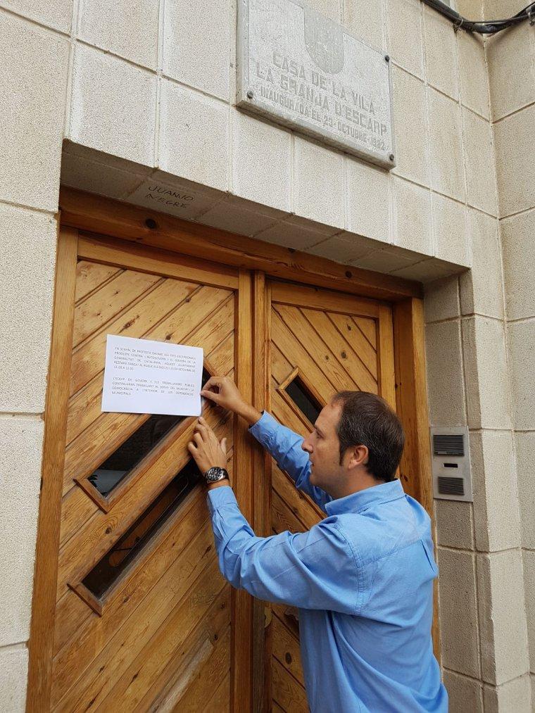 Imatge de l'Ajuntament de la Granja d'Escarp comunicant el seu tancament durant dos dies