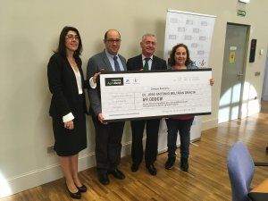 El responsable del projecte guanyador de l'ajut, José Antonio Beltrán, amb directora d'AgroBank, el director de la càtedra AgroBank de la UdL i la representant d'Innova Obrador SL., Teresa Pérez