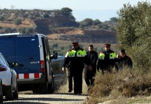 Els Mossos d'Esquadra traslladen l'acusat de matar dos agents rurals a Aspa al furgó policial després de la reconstrucció dels fets a la finca on estava caçant