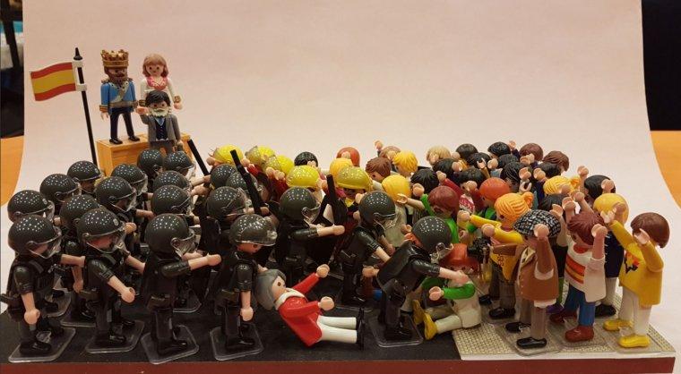 Diorama que reprodueix les càrregues policials viscudes el passat 1-O a Alcarràs.